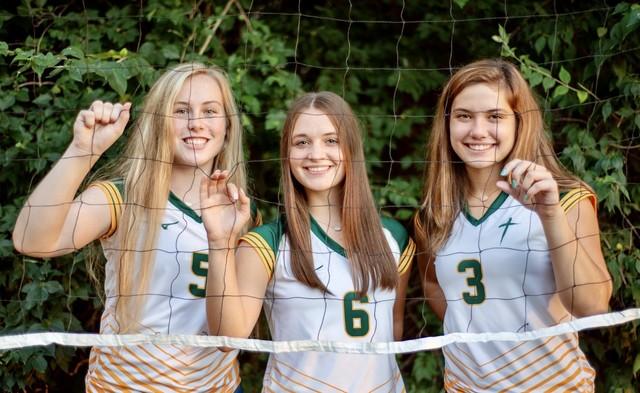 2020 Saintes Volleyball Seniors: (L-R) Elizabeth Elkins, Maddie Estell & Allie Petry